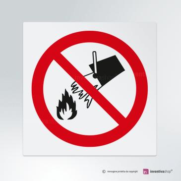 Cartello Qui non usare acqua per spegnere incendi P011
