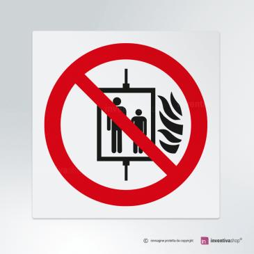 Cartello Vietato usare l'ascensore in caso di incendio P020