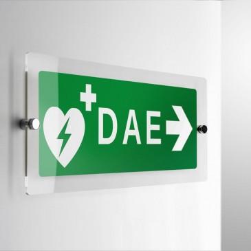 Cartello DAE Defibrillatore direzionale a parete