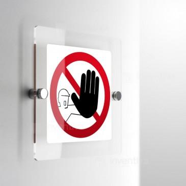 Cartello vietato l'accesso al non autorizzato a parete