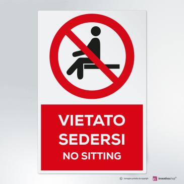 Cartello vietato sedersi