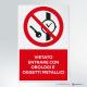 Cartello vietato entrare con orologi e oggetti metallici