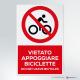 Cartello vietato appoggiare biciclette