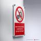 Cartello alluminio su parete con distanziatori: non rimuovere i dispositivi di protezione