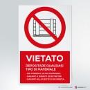 Cartello plexiglass ( cm 13 x 20 ) su parete con distanziatori: Vietato depositare qualsiasi tipo di materiale