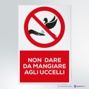 Cartello plexiglass ( cm 13 x 20 ) su parete con distanziatori: Non dare da mangiare agli uccelli
